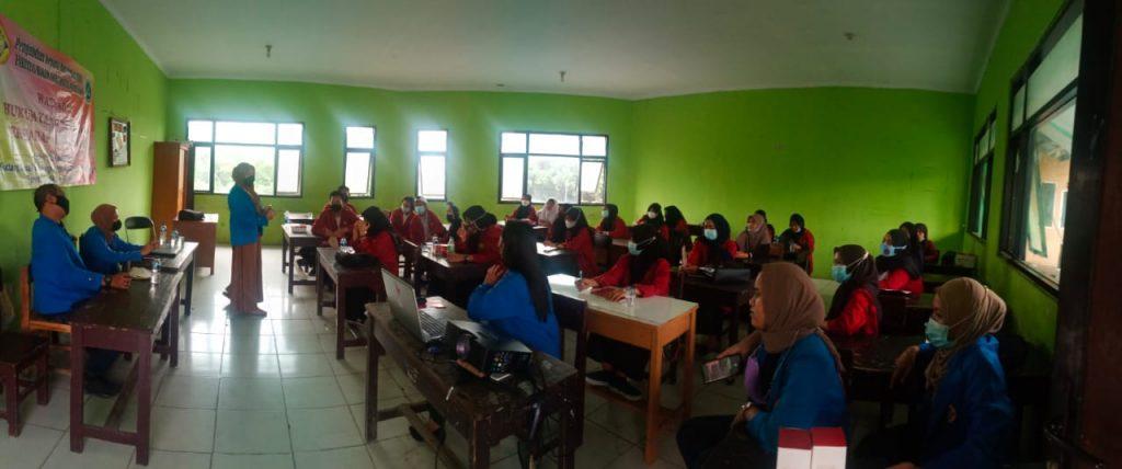 Mahasiswa Hukum Universitas Pamulang saat kegiatan PKM.